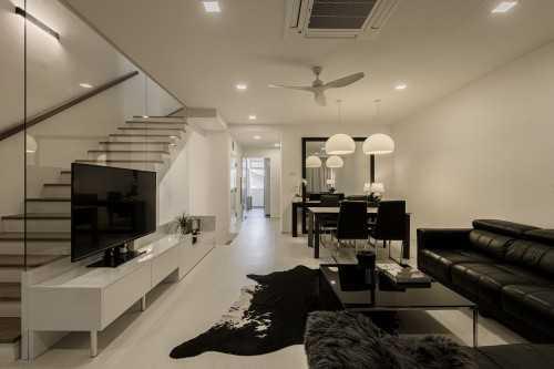 Minimalist Resale Condominium by Fyner Interior Pte Ltd